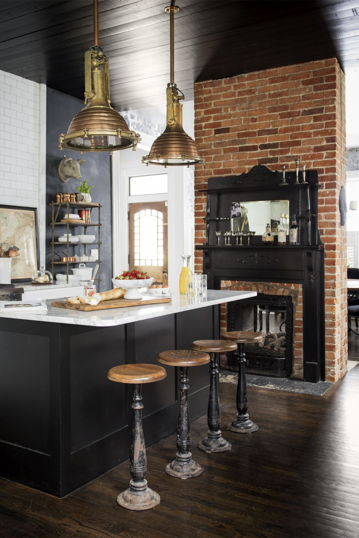fabulous black kitchen cabinets floor | 15 Black Kitchen Cabinets That You'll Swoon For - European ...